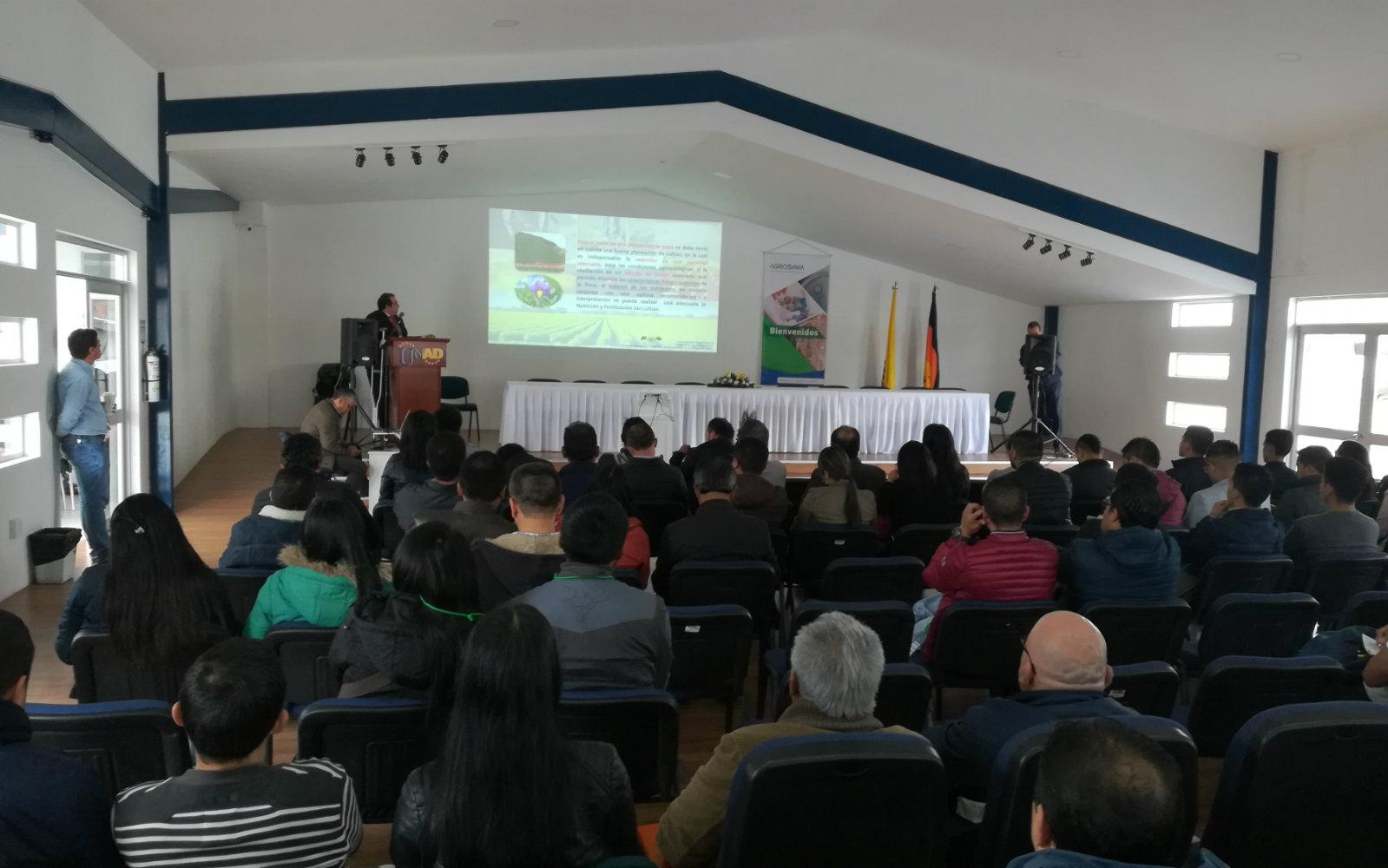 Seminario sobre nutrición y fertilización de suelo para el cultivo de papa en Nariño