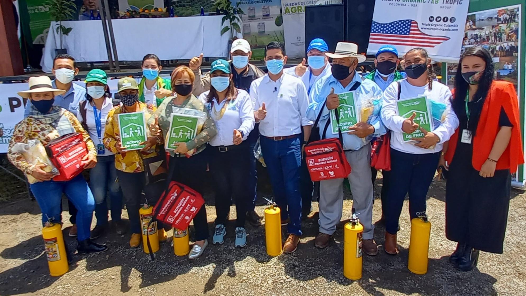 El proyecto Agro Antioquia Exporta 4.0 entregó implementos, señalética  y botiquines de primeros auxilios en el Suroeste antioqueño