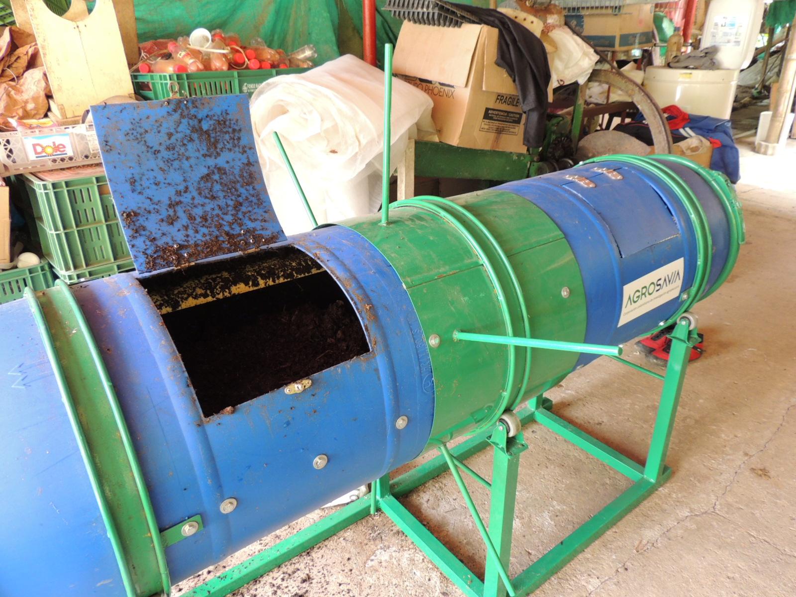 Equipo modular de lombricompostaje para el aprovechamiento de residuos vegetales de pequeños y medianos productores.
