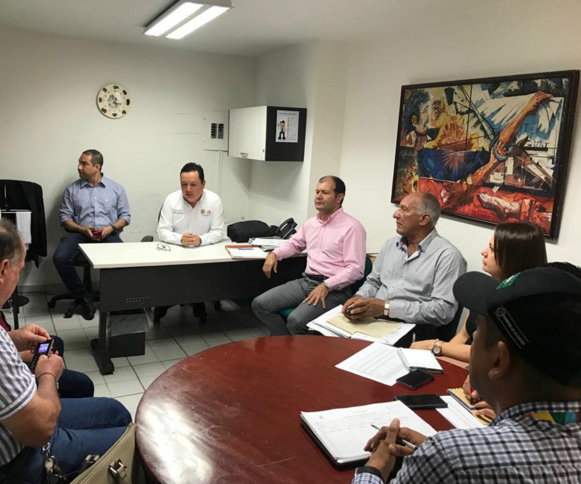 AGROSAVIA lidera equipo para evaluar plaga de aguacate en Santander