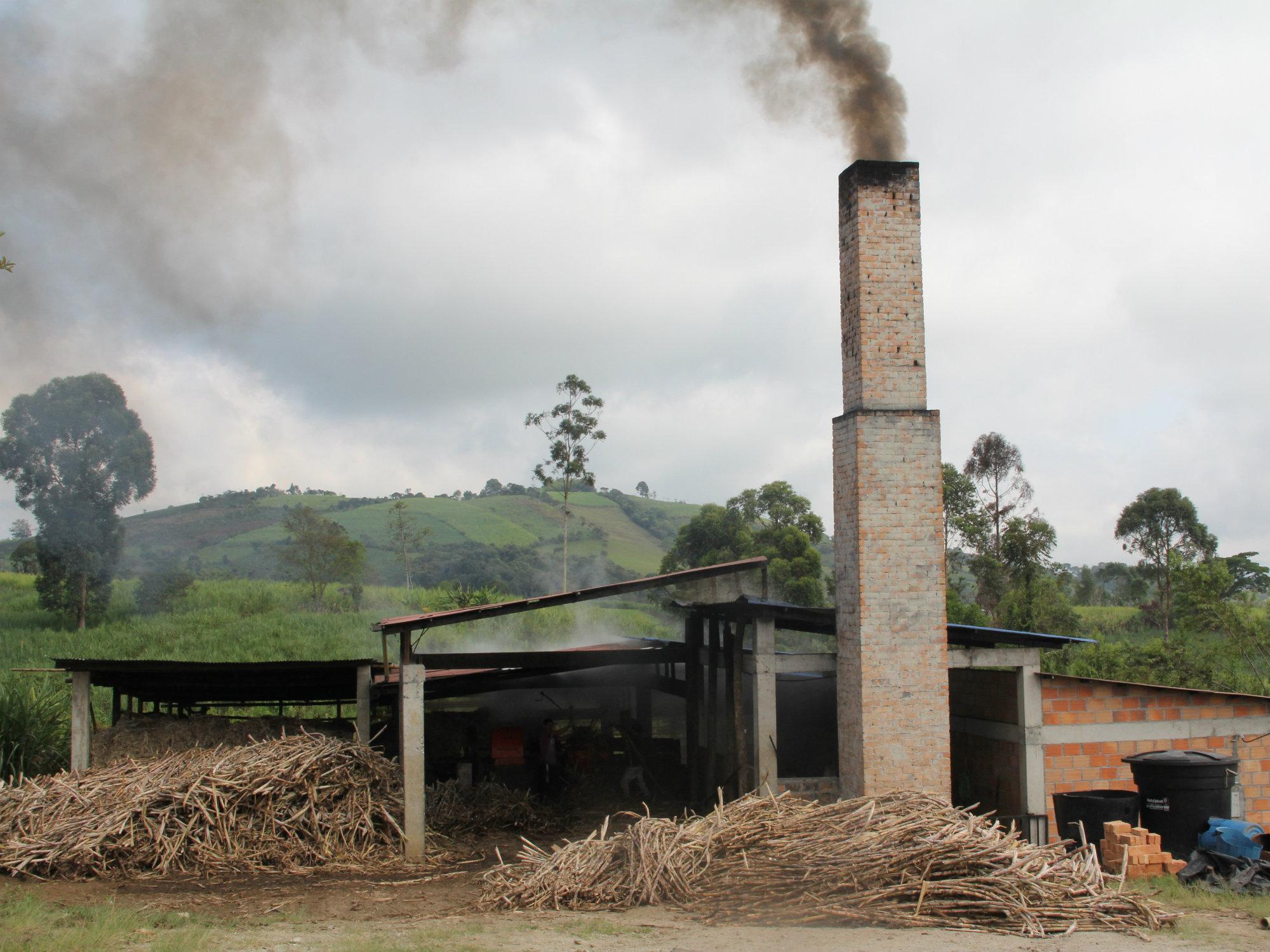 Aumentando la eficiencia energética en los trapiches paneleros del país