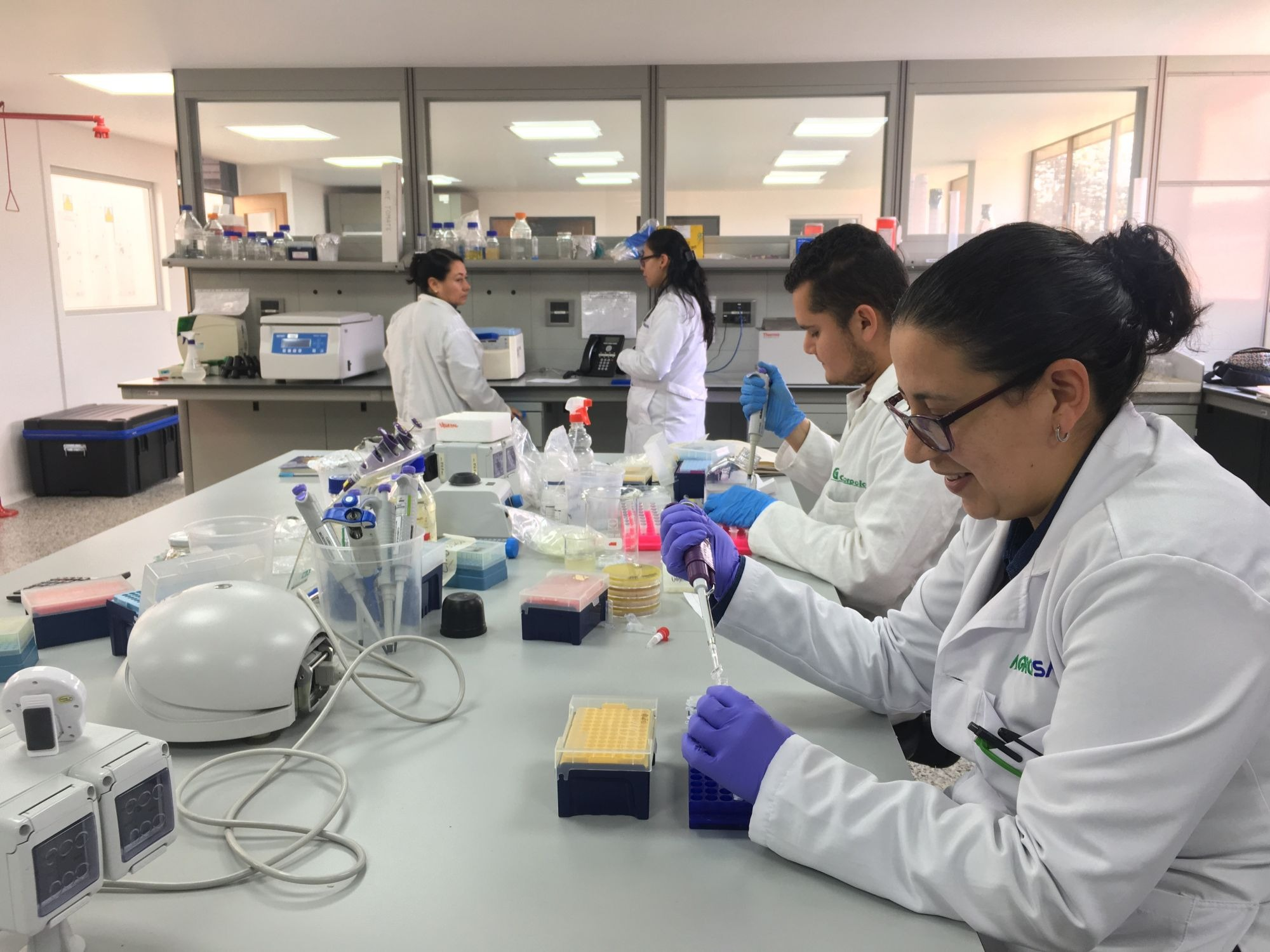 Científicos de talla mundial comprometidos con el control agroecológico de fitopatógenos